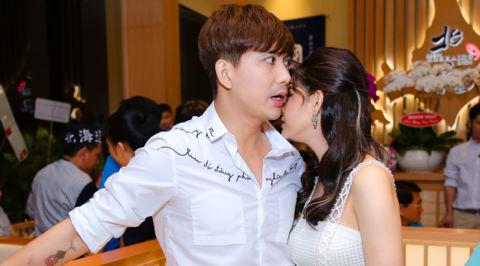 Tim - Trương Quỳnh Anh tình tứ sau ly hôn: Thật hay diễn?