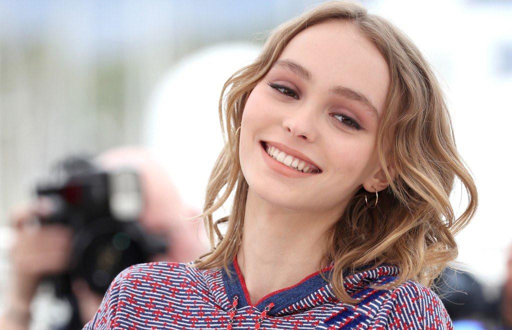 Tròn 18 tuổi, con gái Johnny Depp xinh đẹp vượt trội mẹ