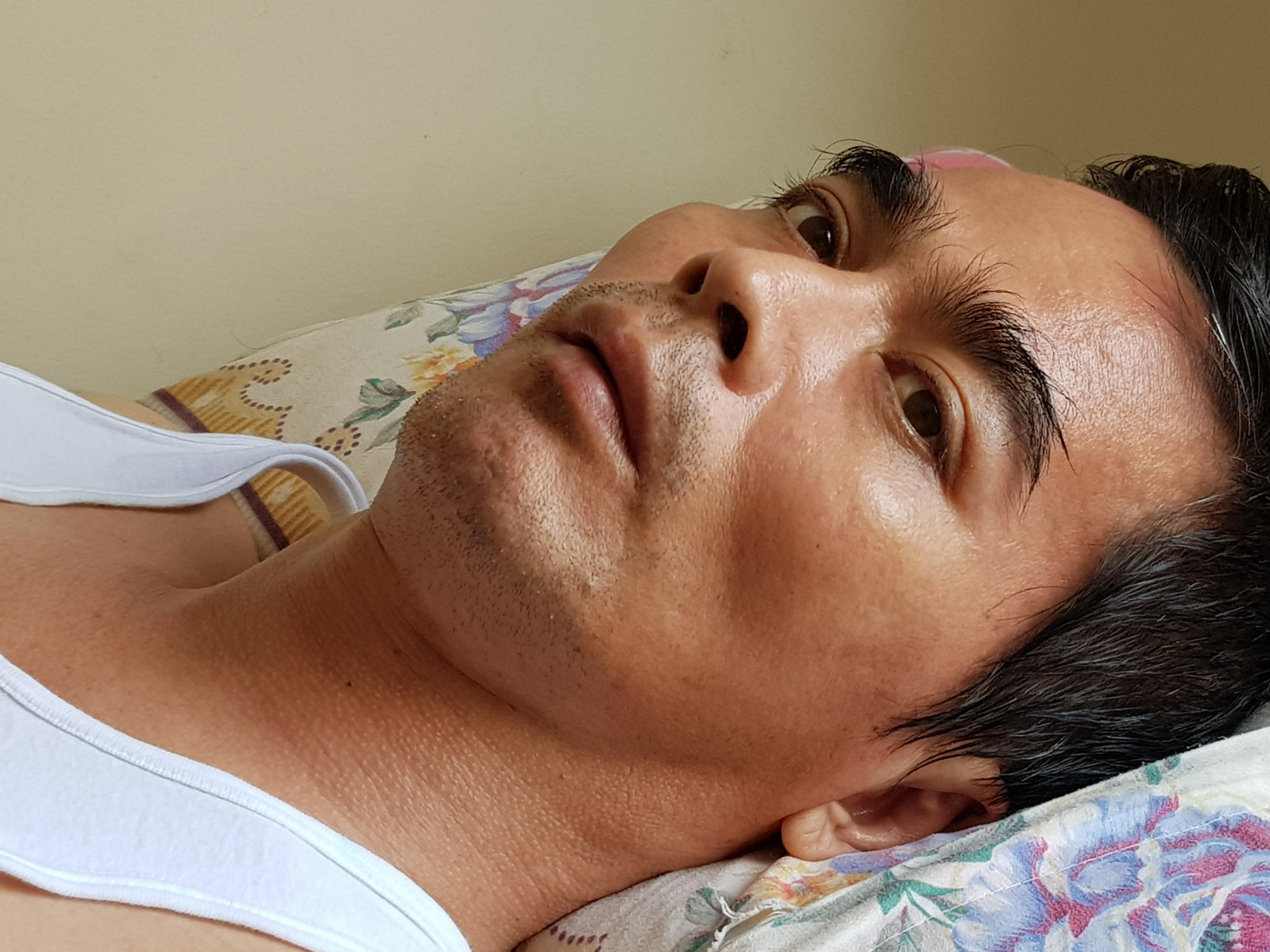 Diễn viên Nguyễn Hoàng vẫn còn yếu sau cơn nguy kịch