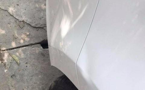 Hành động đẹp của người đàn ông nghèo đâm móp đuôi ôtô
