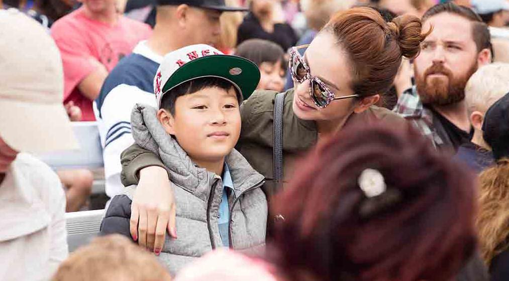Jennifer Phạm đưa con trai đi chơi ở Mỹ
