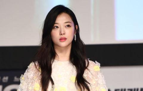 Sulli đến trễ khiến họp báo phim với Kim Soo Hyun bị trì hoãn