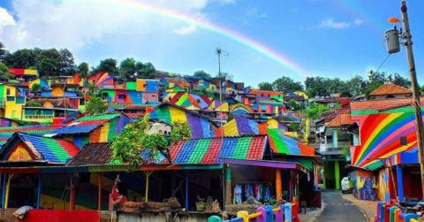 Ngôi làng cầu vồng từ khu ổ chuột ở Indonesia