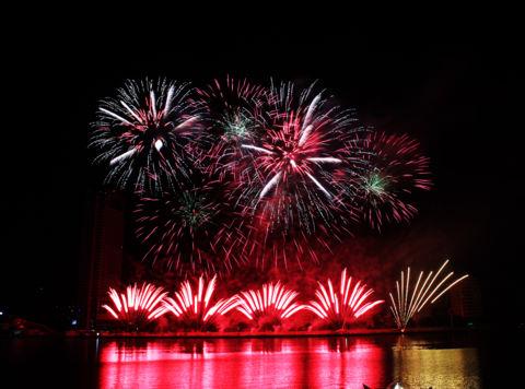 Anh, Australia và Italy vào chung kết Lễ hội pháo hoa quốc tế Đà Nẵng