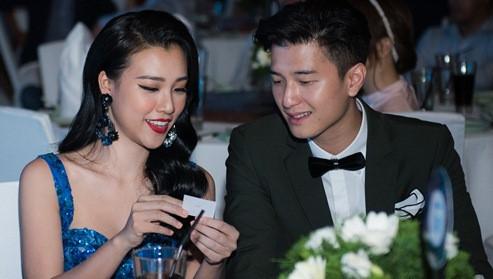 Huỳnh Anh cười gượng khi gặp người yêu cũ ở sự kiện