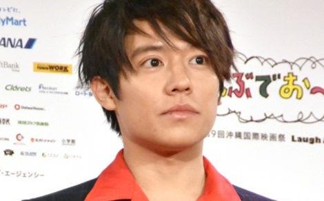 Nhật Bản tẩy chay tài tử hạng A lộ ảnh qua đêm với nữ sinh