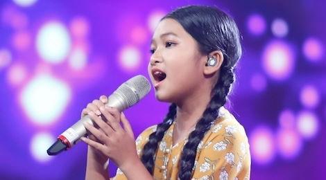 """Bích Phương suýt khóc khi nghe cô bé hát """"Ru lại câu hò"""""""