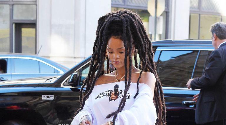 Rihanna và những lần diện trang phục không giống ai