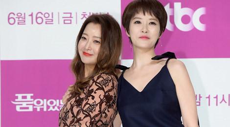 Kim Hee Sun kín đáo bên bạn diễn gợi cảm