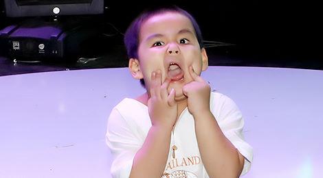 Con trai Lê Giang bị té ngã trong lúc mẹ đang tập luyện với Quốc Thiên