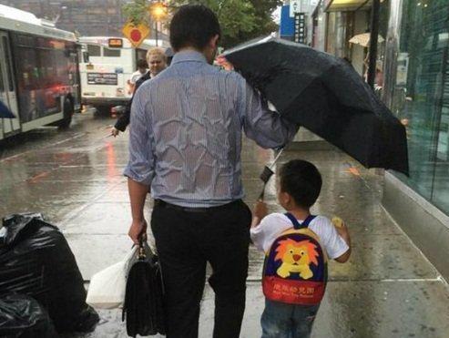 Những câu chuyện về tình cha khiến người xem bật khóc