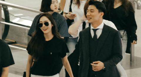 Jessica Jung được bảo vệ nghiêm ngặt khi đến sân bay Tân Sơn Nhất