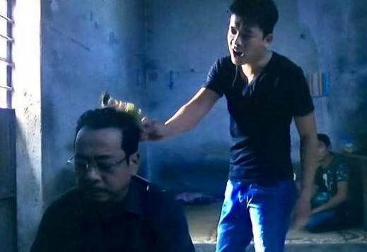 """""""Người phán xử"""" tập 27: Trùm Phan Quân bị giang hồ lấy đùi gà gõ đầu"""