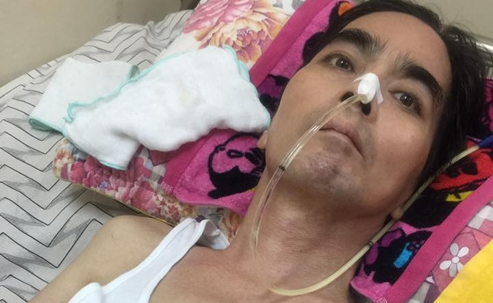 Nguyễn Hoàng cố nắm tay đồng nghiệp trên giường bệnh