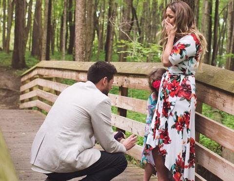 Sự thật về câu chuyện chàng trai cầu hôn bé gái 5 tuổi