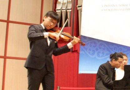 Học trò của NSƯT Bùi Công Duy vào top 8 cuộc thi violin danh giá