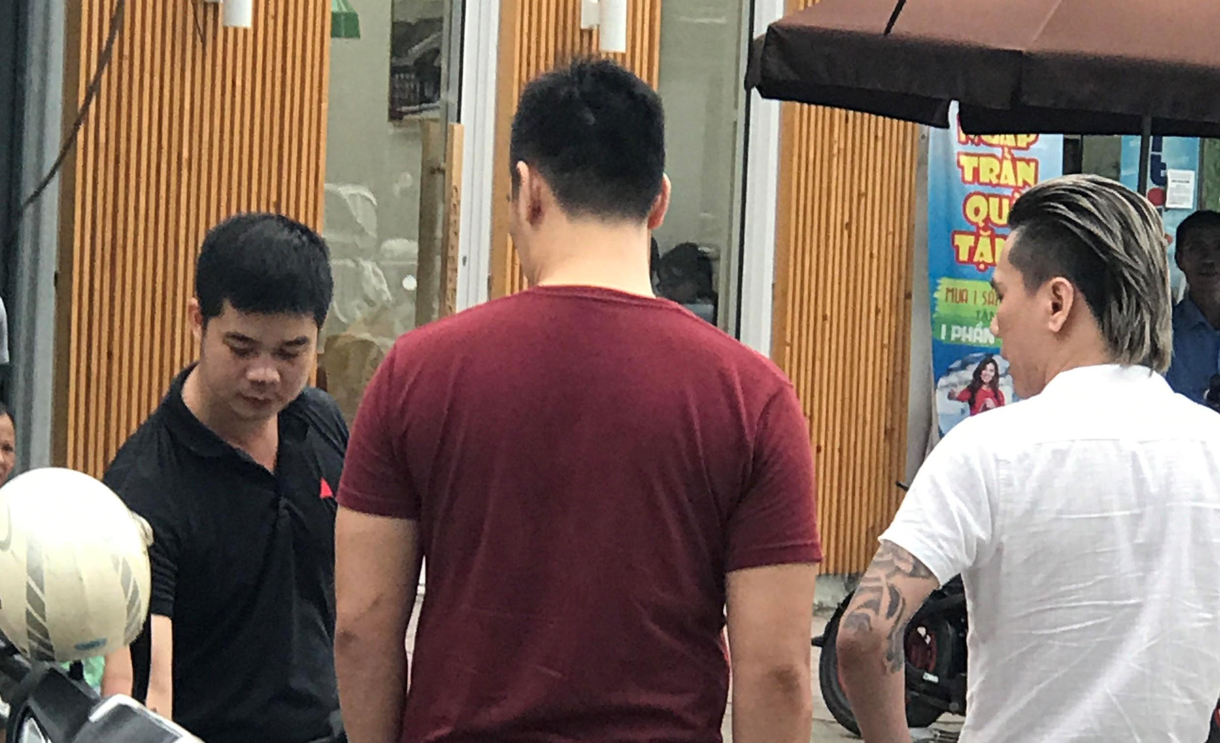Ca sĩ hội chợ Châu Việt Cường giải thích việc đánh người trên đường