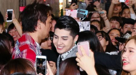 Noo Phước Thịnh vất vả thoát khỏi đám đông ở Nhật