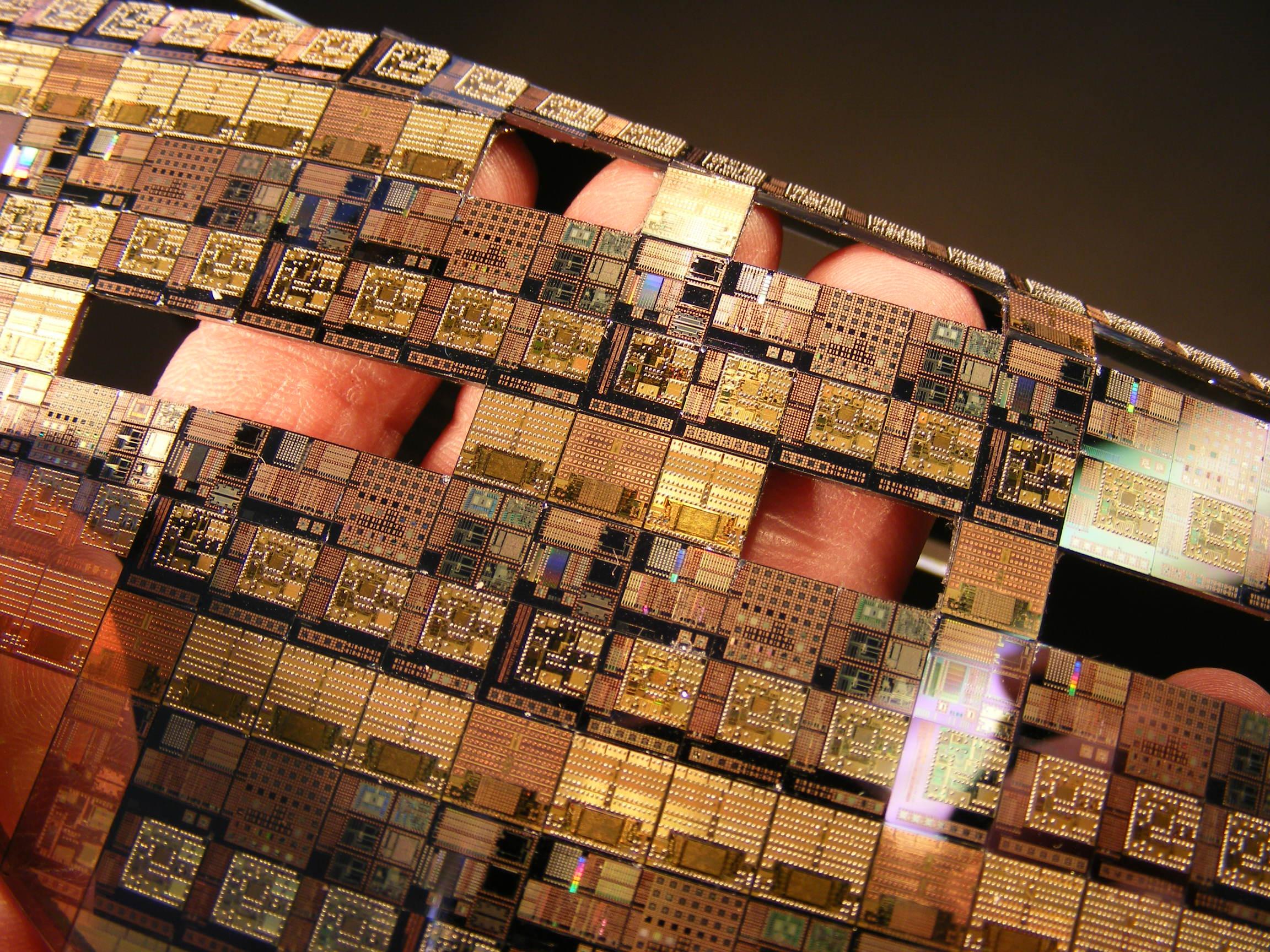 Sự thật đáng sợ phía sau những con chip điện thoại