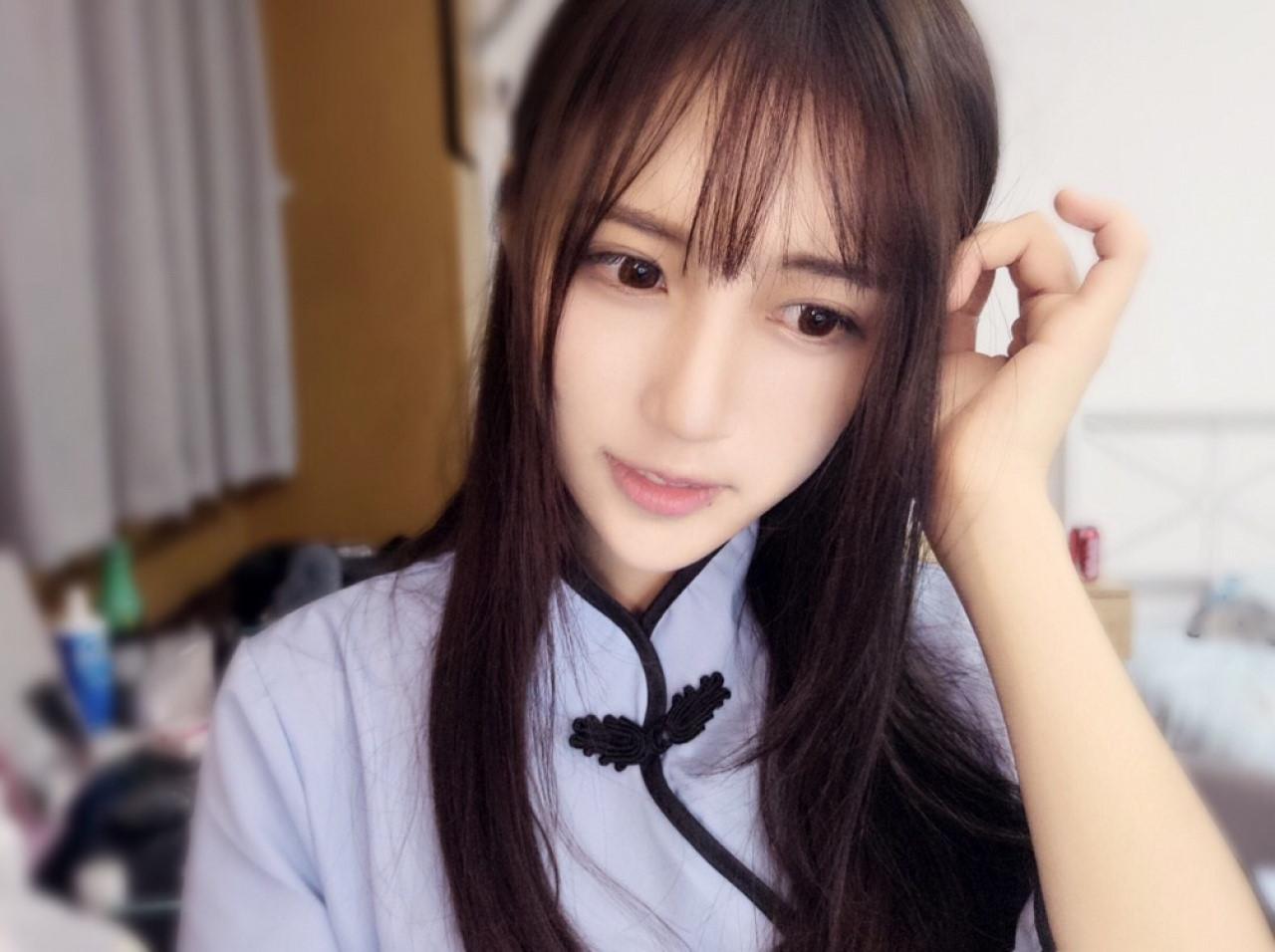 MC xinh đẹp Trung Quốc bị tố đánh bạn trai đến gãy mũi