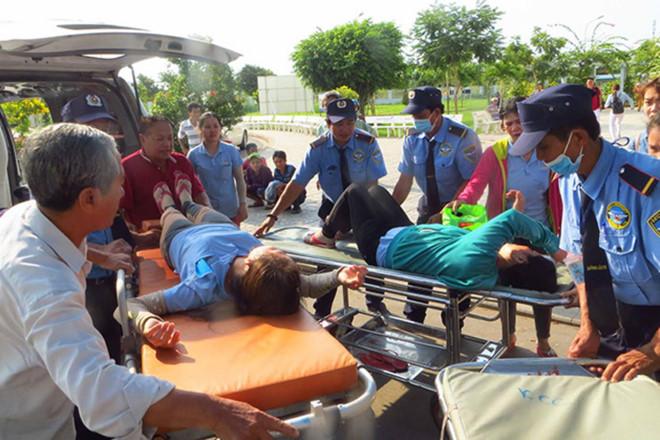 400 công nhân nghi ngộ độc thức ăn tập thể ở An Giang