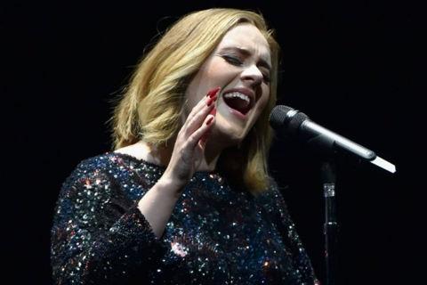 Bị thương dây thanh quản, Adele đau lòng huỷ diễn
