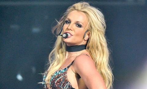 Britney Spears biểu diễn live tặng vệ sĩ sau khi bị chỉ trích hát nhép