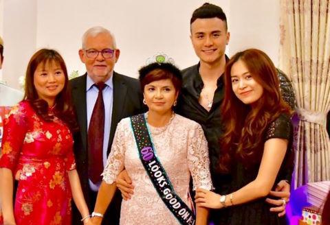 Hoàng Thùy Linh gặp mặt gia đình bạn trai Vĩnh Thụy