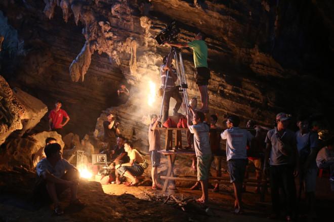 Victor Vũ quay phim trong các hang động ở Quảng Bình