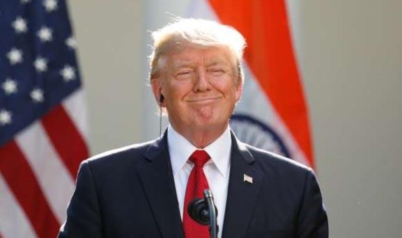 Tuyệt chiêu đăng trạng thái của ông Donald Trump