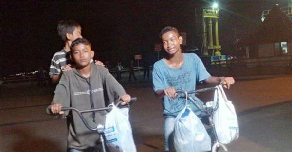 Muốn gặp mẹ, 3 anh em đã đạp xe 500km, với 500 nghìn đồng trong túi