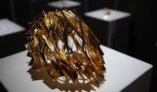 Selfie trong triển lãm, làm vỡ tác phẩm trị giá 200.000 USD