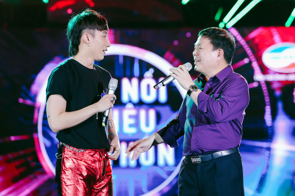 Sơn Tùng và Phó tổng giám đốc Viettel lần đầu song ca trên sân khấu