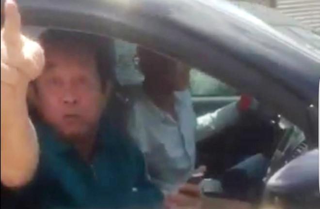 Trung tướng về hưu xúc phạm cảnh sát giao thông