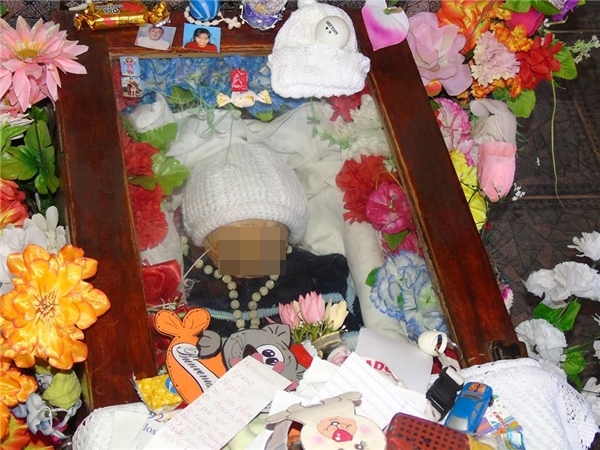 Đã được chôn cất sau 7 năm, nhưng quan tài thì cứ bật nắp liên tục