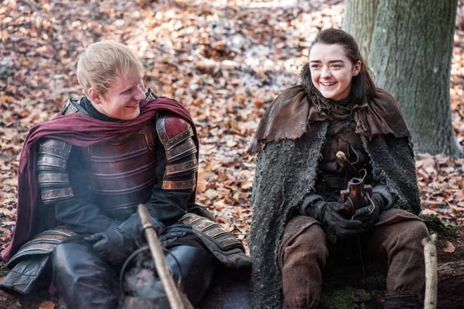"""Đạo diễn """"Game of Thrones"""" lên tiếng bảo vệ Ed Sheeran"""
