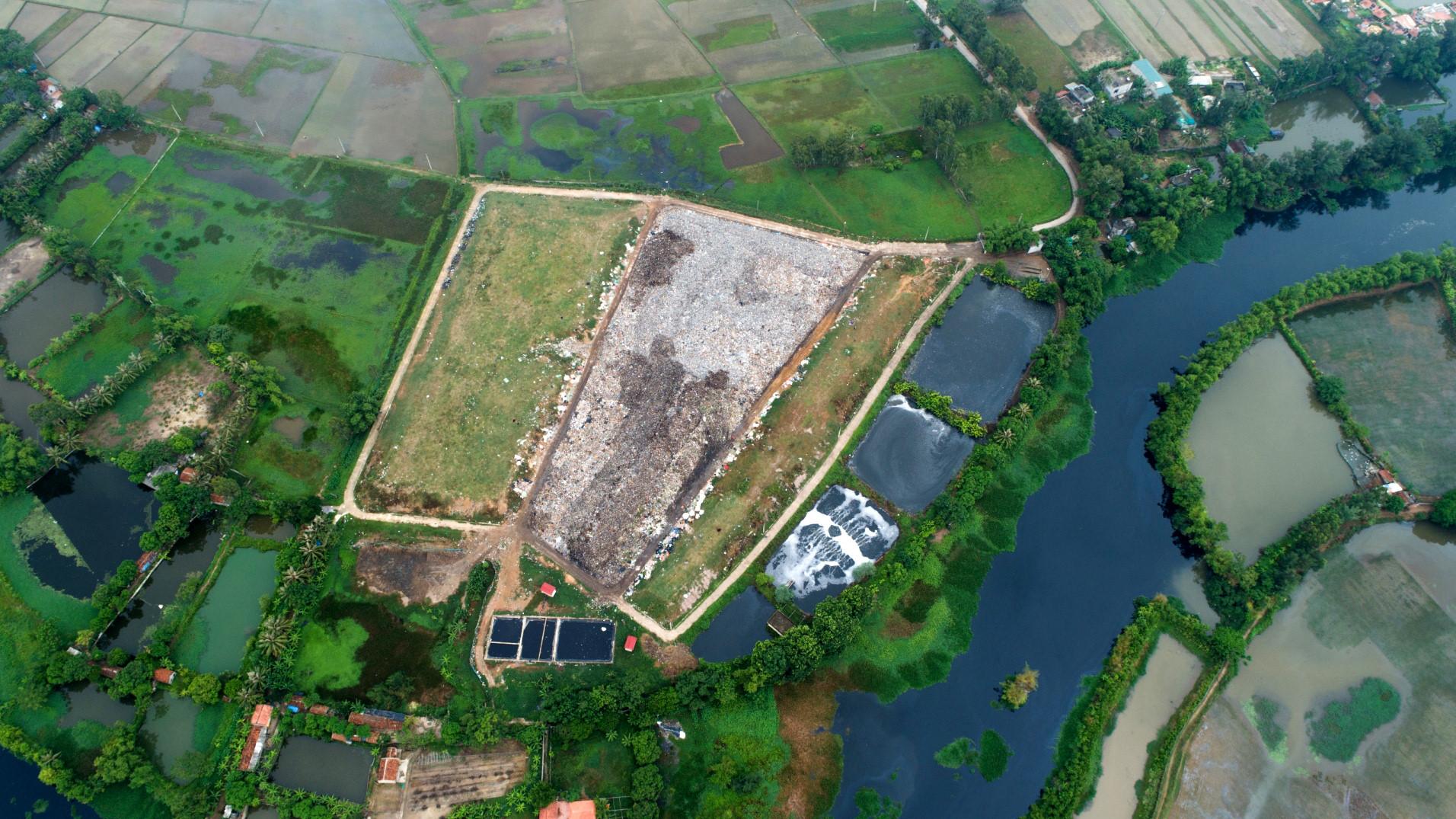 """Bãi rác rộng hơn 20.000 m2 """"bức tử"""" phố biển Sầm Sơn"""