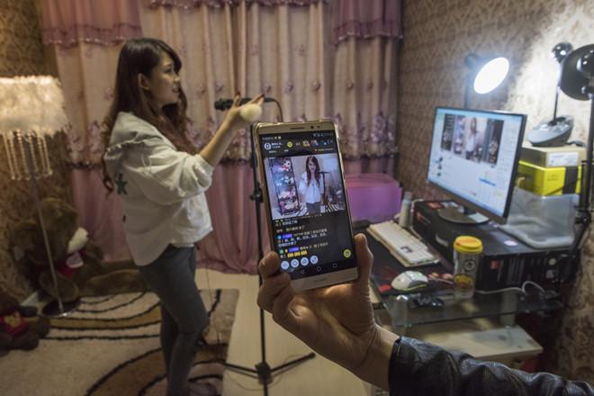 Live-stream kiếm nghìn USD, mốt mới của giới trẻ Trung Quốc
