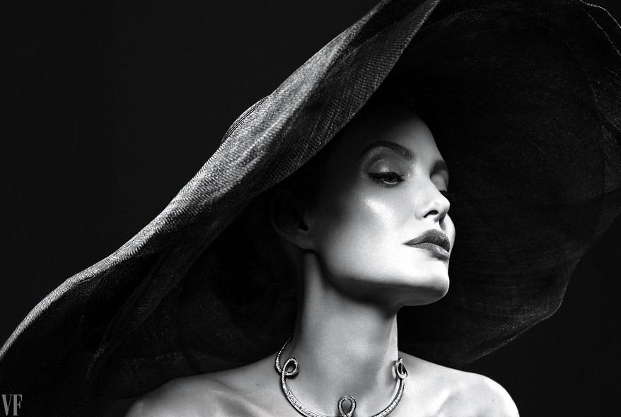 Angelina Jolie đẹp sắc sảo trong bộ ảnh mới