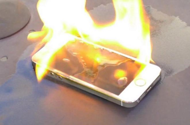 Apple lao đao vì iPhone gây cháy nhà