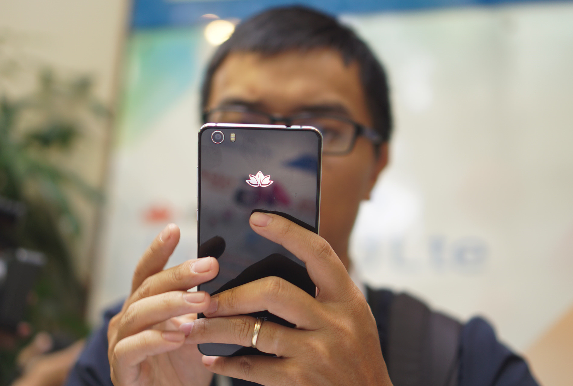 "Smartphone 4G ""made in Vietnam"" giá 4 triệu đồng"