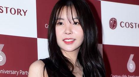 Nữ ca sĩ Hàn bị nghi sửa mũi lệch