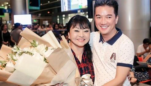 Đàm Vĩnh Hưng ra sân bay đón danh ca Hương Lan lúc nửa đêm