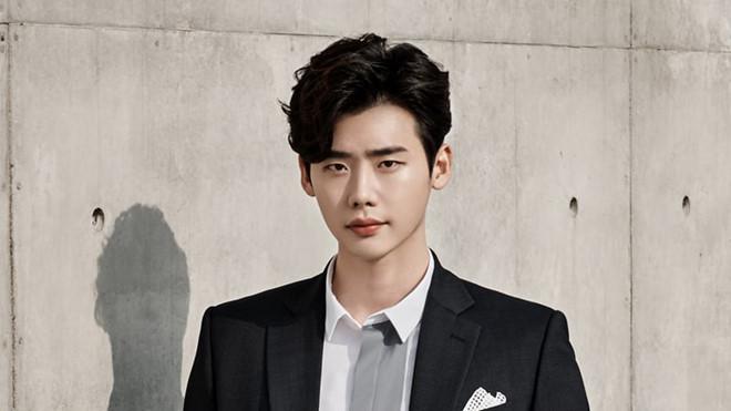 Mỹ nam Hàn bị chỉ trích hoãn nhập ngũ để đóng phim