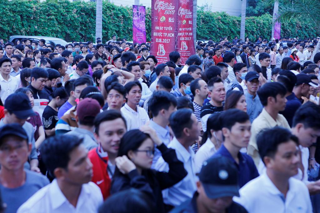 Khoảng 15.000 thí sinh đổ về Sài Gòn thi hát Bolero