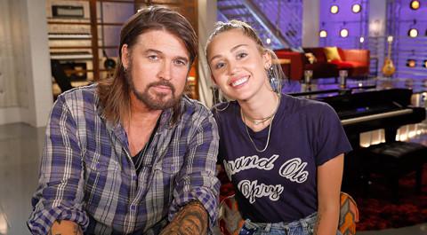 Miley Cyrus trở lại ghế nóng The Voice Mỹ mùa 13 bên cạnh bố