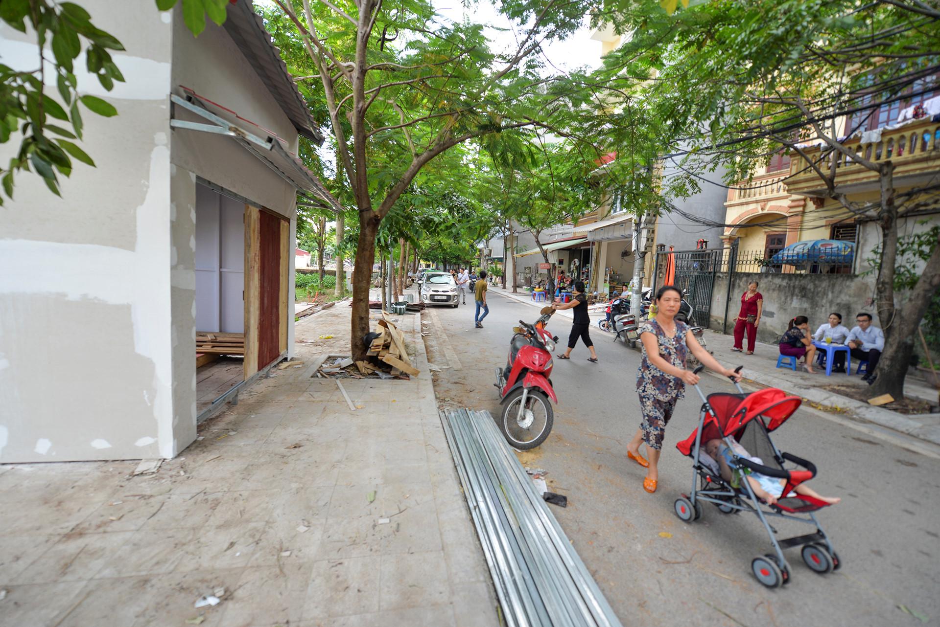 Các gian hàng ở phố đi bộ Trịnh Công Sơn phải tháo dỡ vì dân phản đối