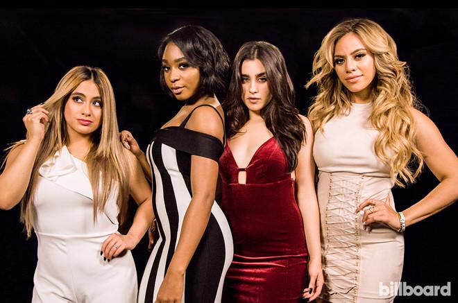 """Nhóm nhạc nữ Fifth Harmony """"đụng độ"""" thành viên cũ ngày trở lại"""
