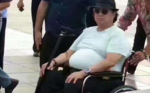 Hồng Kim Bảo lẳng lặng phẫu thuật vì bệnh trở nặng