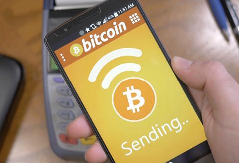 Giá Bitcoin vượt mức 100 triệu đồng ở Việt Nam
